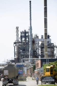 La pétrolière Shell a fermé sa raffinerie de Montréal-Est en 2010. Quelque 500 personnes ont perdu leur emploi.