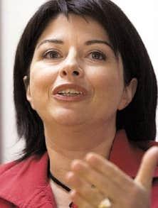 La ministre Line Beauchamp a annoncé l'annulation de l'appel d'offres pour le mont Orford.