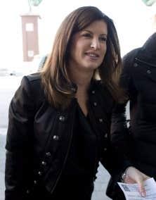 Rona Ambrose, ministre dans le gouvernement de Stephen Harper, est intervenue personnellement pour qu'une certification soit exigée dans le dossier de l'aérodrome de Parkland County.