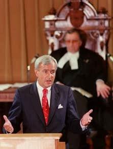 L'ex-premier ministre ontarien David Peterson