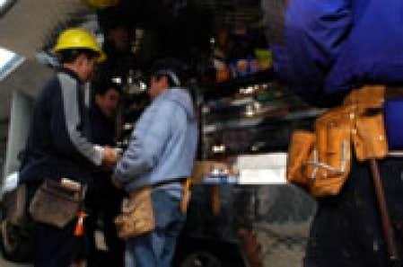 De février à mars, les salaires dans l'industrie de la construction ont affiché une baisse de 0,9 %.