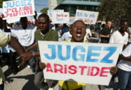 Manifestation port au prince pour c l brer le d part d 39 aristide la liesse tourne au drame - Manifestation a port au prince aujourd hui ...