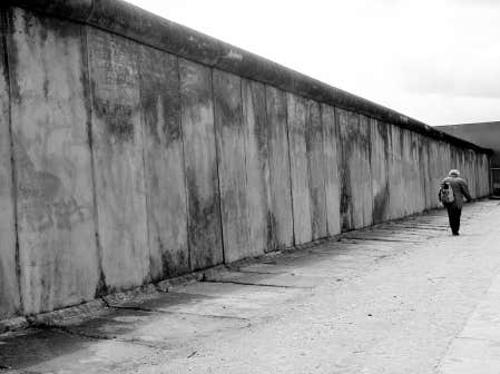 25 me anniversaire de la chute du mur de berlin rue 60 news. Black Bedroom Furniture Sets. Home Design Ideas