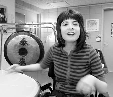 Daphnée Rock-Ducharme fait partie du programme de musique de la musicothérapeute Linda Labbé, à l'école secondaire Joseph-Charbonneau.