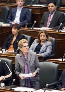 Dans un geste historique, la première ministre ontarienne, Kathleen Wynne, a présenté des excuses aux Franco-Ontariens, le 22 février dernier, pour un règlement de 1912 qui interdisait l'enseignement en français dans les écoles primaires.