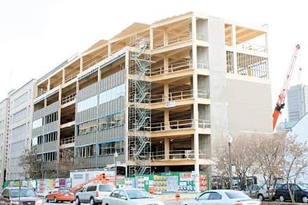Chantiers Chibougamau a notamment produit des structures pour une tour à bureaux de six étages du FondAction de la CSN à Québec, une première en Amérique du Nord.