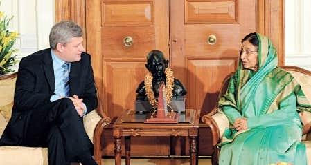Stephen Harper a notamment rencontré la présidente indienne, Pratibha Patil, au cours de sa visite à New Delhi, hier. Le premier ministre canadien terminera aujourd'hui sa visite en Inde sans être parvenu à conclure une entente de collaboration nucléaire.