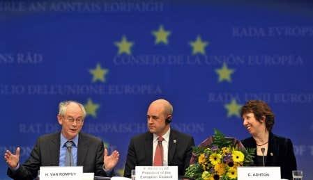 Le premier ministre belge, Herman Van Rompuy (à gauche), hier en compagnie du premier ministre suédois, Freedrik Reinfeldt, et de la commissaire au Commerce, Catherine Ashton