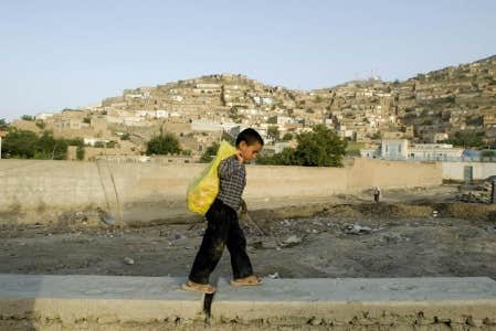 Les jeunes qui fréquentent l'école en Afghanistan ne sont pas à l'abri des attentats.