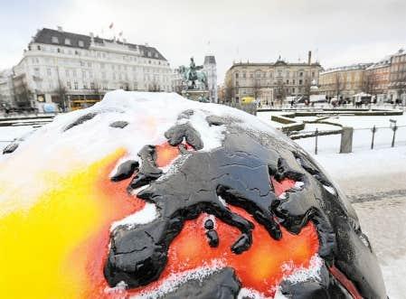Copenhague sous la neige et le froid, comme une grande partie de l'Europe. Au lendemain de la conférence des Nations unies sur les changements climatiques, il sera difficile de relancer des pourparlers pouvant mener à une entente globale contraignante.
