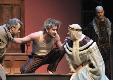 Une scène d'Henri IV de Pirandello, mis en scène au Trident par Marie Gignac, avec notamment Hugues Frenette dans le rôle d'Henri IV.