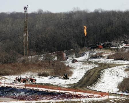 Aux États-Unis, dans l'État de New York, l'expérience négative de l'exploitation des gaz de schistes a mené entre autres à la cessation des opérations dans une partie de son territoire de l'une des plus grandes compagnies d'extraction de ce type de gaz, Chesapeake.