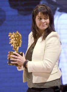 Maggie MacDonnell recevant son prix, dimanche