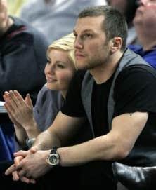 Elisha Cuthbert couple