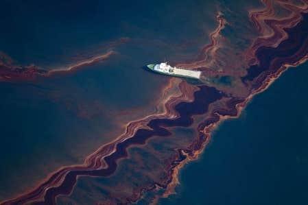 La fuite incontrôlée de pétrole au puits Macondo, à 1,6 kilomètre au fond du golfe du Mexique, pourrait dépasser en ampleur, par ses rejets, les pertes de l'Exxon Valdez dès la mi-juin.