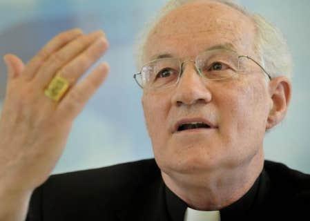 Le cardinal Marc Ouellet en conférence de presse à Québec pour s'expliquer au sujet de ses récents propos sur l'avortement.