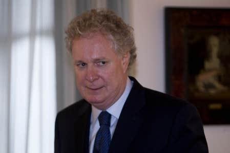 Le premier ministre Charest &agrave; son bureau du centre-ville, en fin d&rsquo;apr&egrave;s-midi hier<br />
