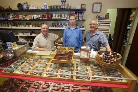 Macadam des tailleurs de pipes qui connaissent le tabac le devoir - Bibliotheque sur mesure montreal ...