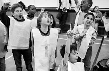 Au primaire, les situations d'apprentissage doivent normalement permettre aux élèves de mieux intégrer les notions qu'ils ont apprises.