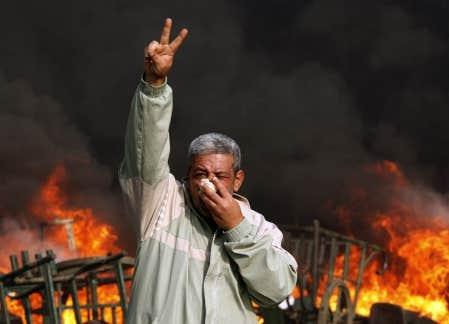 Des dizaines de milliers de personnes ont bruyamment manifest&eacute; hier dans les rues du Caire.<br />