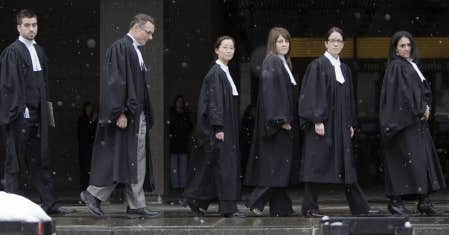 Des procureurs de la Couronne au palais de justice de Montr&eacute;al, hier. Les procureurs et les juristes de l&rsquo;&Eacute;tat devaient d&eacute;clencher la gr&egrave;ve &agrave; minuit.<br />