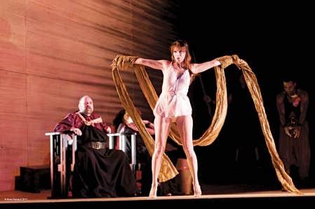 Nicola Beller Carbone (Salom&eacute;) dans La Danse des sept voiles de l&rsquo;op&eacute;ra Salom&eacute;, de Richard Strauss<br />