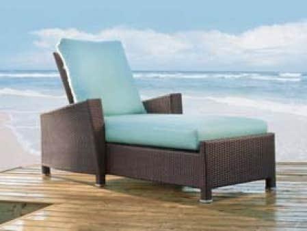 La chaise longue Millenium est fabriquée au Canada par Hauser, une entreprise de Waterloo (Ontario) qui fabrique des meubles de jardin luxueux, en fonte d'aluminium, depuis 60 ans. Ce modèle, offert à la boutique Hauser seulement, coûte 1285 $, cou