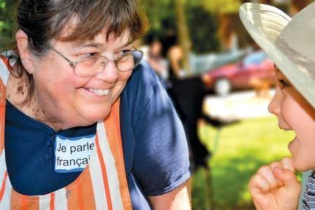 Grandma Phyllis, Franco-Am&eacute;ricaine de quatri&egrave;me g&eacute;n&eacute;ration, anime les enfants au French Heritage Day de Vergennes, dans l&rsquo;&Eacute;tat du Vermont. <br />