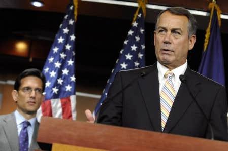 Le r&eacute;publicain John Boehner, pr&eacute;sident de la Chambre des repr&eacute;sentants, et, en arri&egrave;re-plan, le num&eacute;ro deux du parti, Eric Cantor.<br />