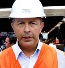 Le ministre des Transports du Québec, Sam Hamad, a tenu hier une conférence de presse au cours de laquelle il a minimisé la responsabilité du MTQ à la suite de l'effondrement survenu dimanche dans un tunnel de l'autoroute Ville-Marie.