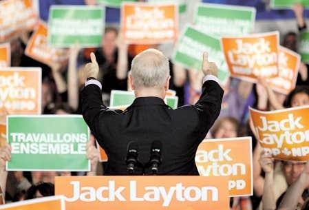 Jack Layton s&rsquo;adressait &agrave; ses partisans lors d&#39;un rassemblement &eacute;lectoral &agrave; Gatineau, le 25 avril dernier. Dans sa lettre posthume, il mentionne cependant que &laquo;la cause du NPD est plus grande que son chef.&raquo;<br />