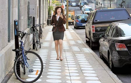 Plus intelligente que son t&eacute;l&eacute;phone, Louise Guay fait des liens entre chercheurs, natifs digitaux et la ludification, sans jamais mod&eacute;rer ses transports. Son terrain de jeu? La ville, la rue, le trafic.<br />