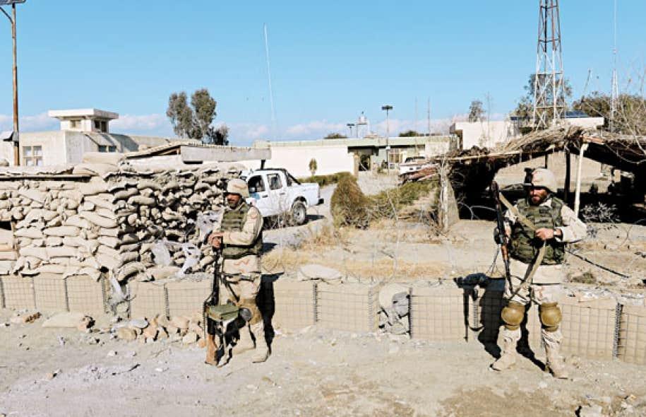 Des soldats afghans de la base Goshti, près du Pakistan