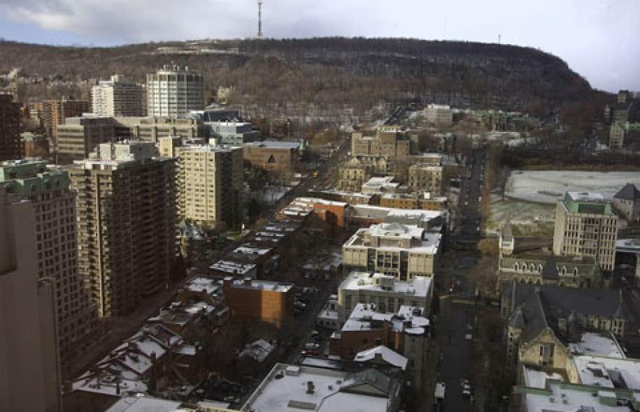 Dans les jours qui ont suivi l'adoption de la loi, le 7 décembre dernier, la Ville de Montréal a remis au gouvernement une liste de 25 projets de plus de 100 000 $ qu'elle voulait soumettre à l'examen de l'AMF. Québec a exaucé son voeu en adoptant un décret le 19 décembre dernier.