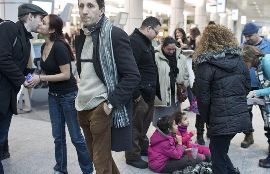 Une trentaine de personnes sont venues ce samedi enneigé pour manifester leur solidarité avec les Reyes Mendez. Parmi eux, le député de Québec solidaire, Amir Khadir.