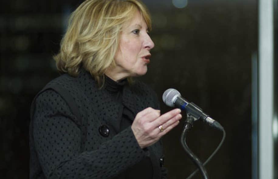 L'ex-ministre de la Culture, Christine St-Pierre, aujourd'hui députée de l'Acadie, a accusé le ministre Kotto de répandre des faussetés et de « mauvaises informations ».