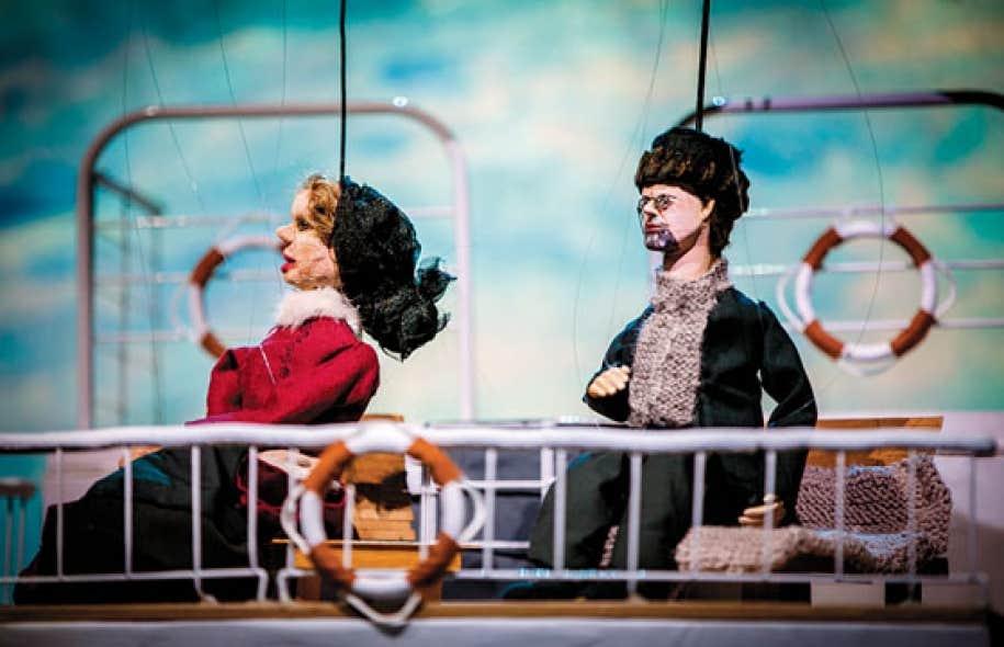 Le dispositif scénique se prête à tous les possibles artistiques et poétiques pour la pièce Le voyage de Tchekhov à Sakhaline.