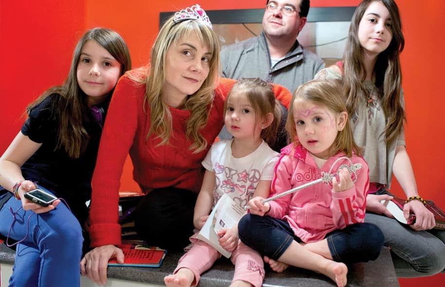<div> La maman reine Danielle Verville et son conjoint Patrick ont quatre petites princesses: Juliette, 11 ans, Rafa&euml;lle, 2 ans, Ariane, 4 ans, et Mathilde, 13 ans.</div>