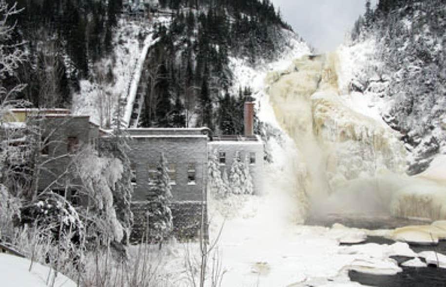 Selon les modalités actuelles du projet, les promoteurs pourront presque assécher la rivière sur près d'un kilomètre, de même que la chute en aval, en dehors des périodes d'ouverture du site.