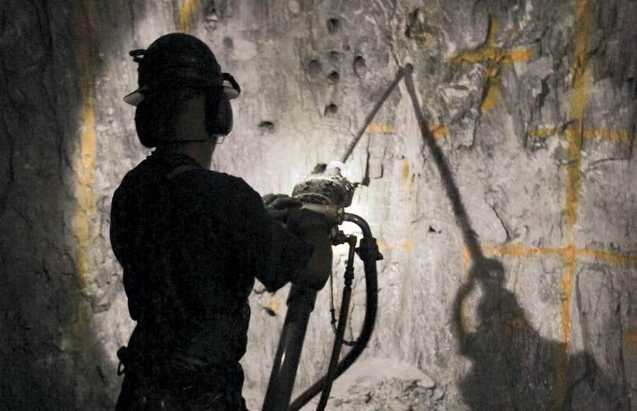 Les compagnies minières du Québec verseront près de deux milliards de dollars en droits miniers entre 2011 et 2015 en respectant à la lettre le régime de droits miniers actuel, affirme le lobby des entreprises minières à pied d'oeuvre sur le territoire québécois.