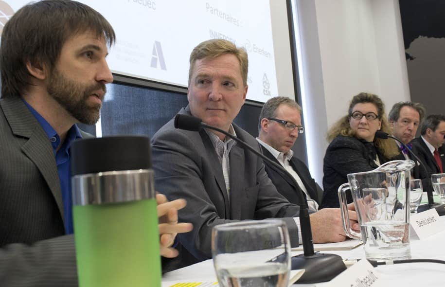 Un groupe d'écologistes, de financiers et de gens d'affaires a annoncé, jeudi, la formation d'une Alliance pour une économie verte au Québec, aussi appelée SWITCH. Parmi eux se trouvaient : Steven Guilbeault d'Équiterre, Denis Leclerc d'Écotech, Karel Mayrand de la Fondation David Suzuki, Andrée-Lise Méthot de Cycle Capital Management, Jean Simard de l'Association de l'aluminium du Canada et Étienne Couture, président du Réseau des ingénieurs du Québec.