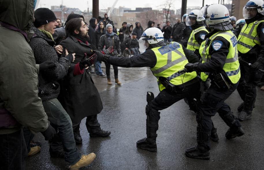 Dès le début du rassemblement, quelques arrestations ont été effectuées par les policiers.