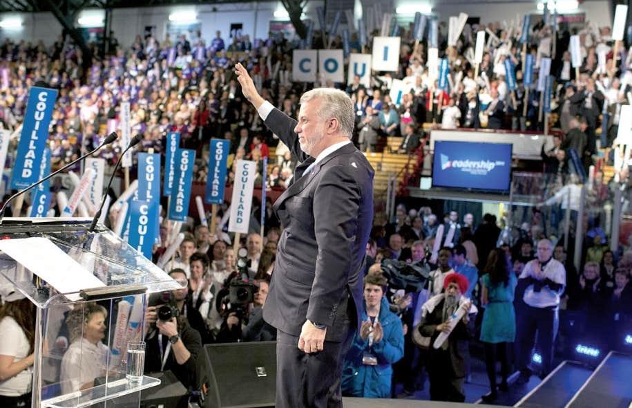 17 mars 2013 à l'aréna de Verdun: Philippe Couillard salue les militants après avoir été élu chef du Parti libéral du Québec.
