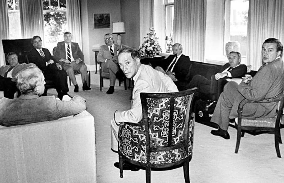 Le premier ministre Trudeau en réunion avec ses homologues provinciaux en septembre 1980