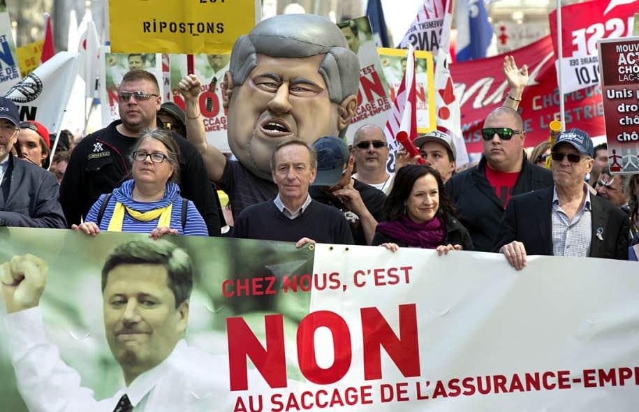 Quelque 50 000 personnes sont descendues samedi dans les rues de Montréal, selon l'estimation des organisateurs de cette vaste manifestation.