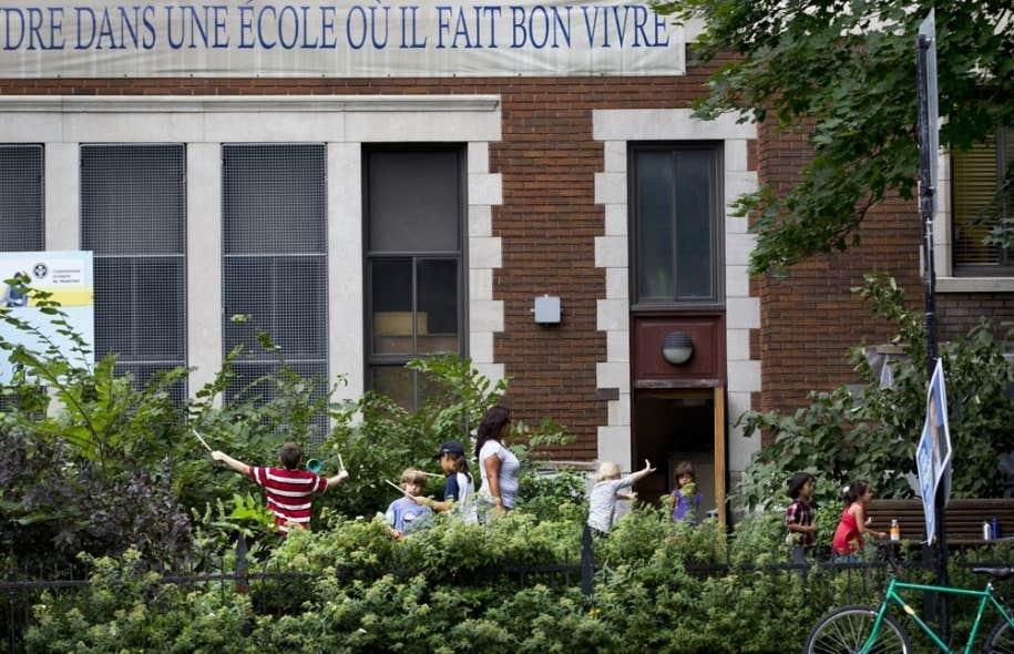 L'école Saint-Pierre-Claver est ituée à l'intersection de deux grandes artères du Plateau-Mont-Royal.