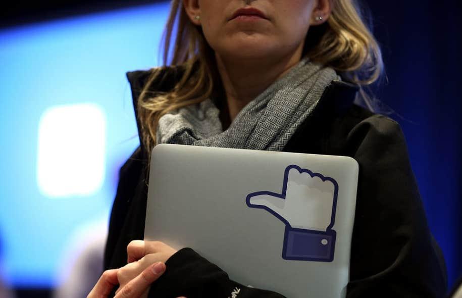 Si près de la moitié des internautes fréquentent les réseaux sociaux sur une base quotidienne, 71,8 % d'entre eux n'y vont que pour consulter les contenus, contre 35,2 % qui en créent.