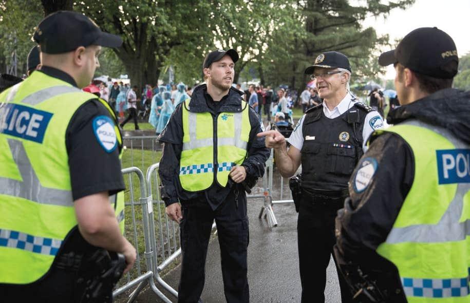 En entrevue au Devoir jeudi, Marc Parent (en blanc) a indiqué qu'il avait donné le mot d'ordre à ses troupes d'y aller plus modérément, ce qui a fait grincer des dents certains policiers qui ne se sentent plus appuyés par leur chef.