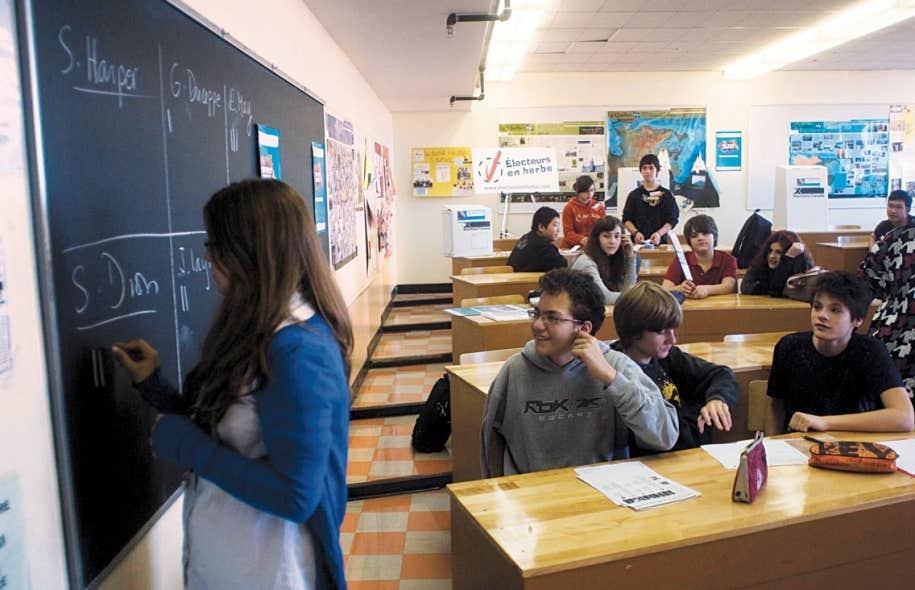 Malgré son caractère international, le collège Marie-de-France est adapté à la société dans laquelle il se trouve. Justement, en 2008, une simulation d'élection y avait été organisée.