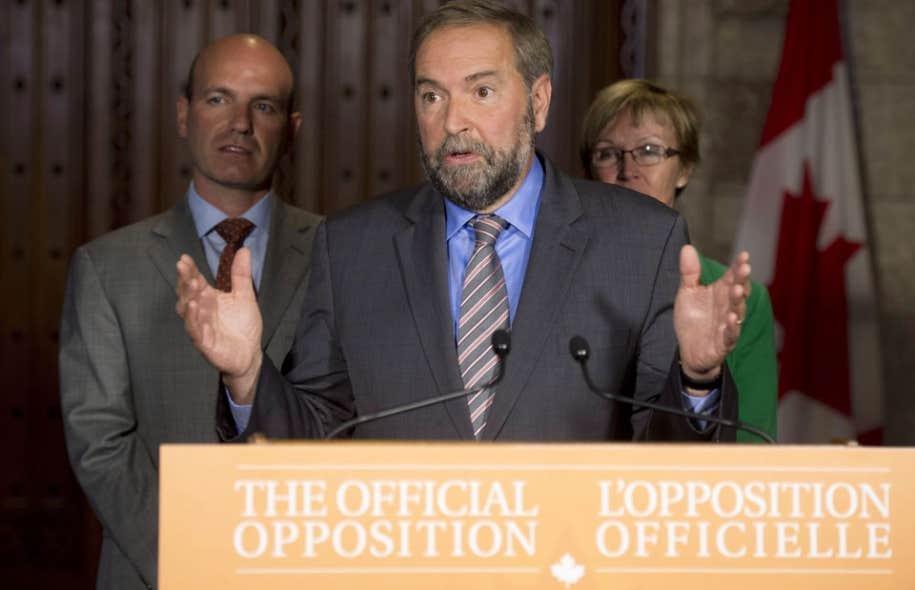 En point de presse à Ottawa lundi, Thomas Mulcair a haussé le ton en annonçant que son parti «aura un rôle actif dans la défense de quiconque pourrait s'apprêter à être sanctionné en vertu de cette loi proposée».